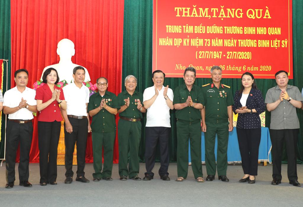 Minister of Finance visits Nho Quan Convalescent Center
