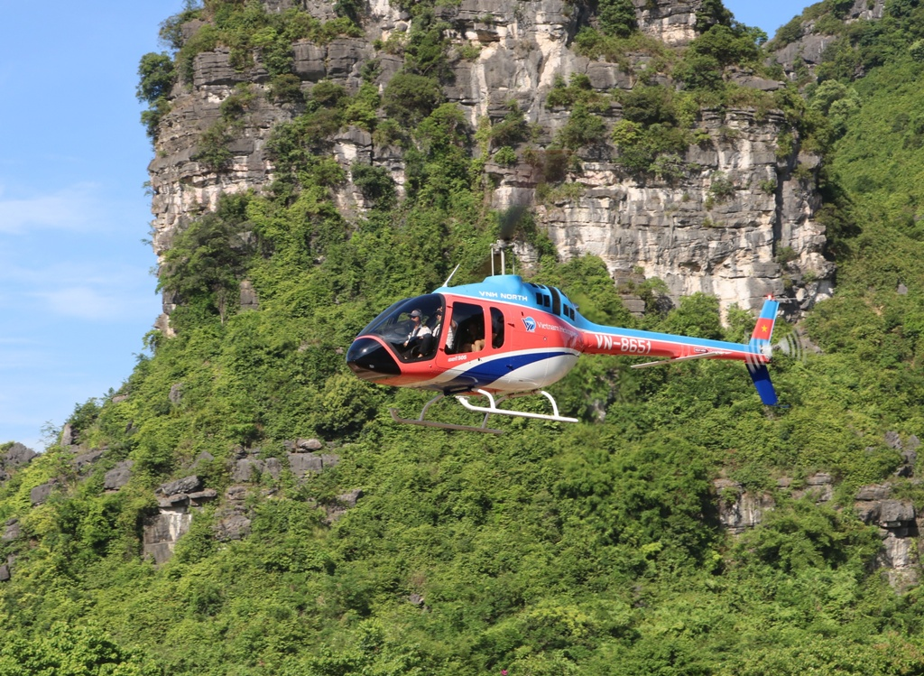 New helicopter tour piloted in world heritage site Ninh Binh
