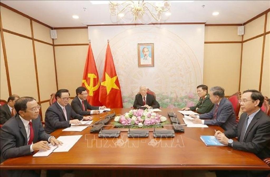 Vietnamese, Cambodian leaders discuss bilateral ties over phone