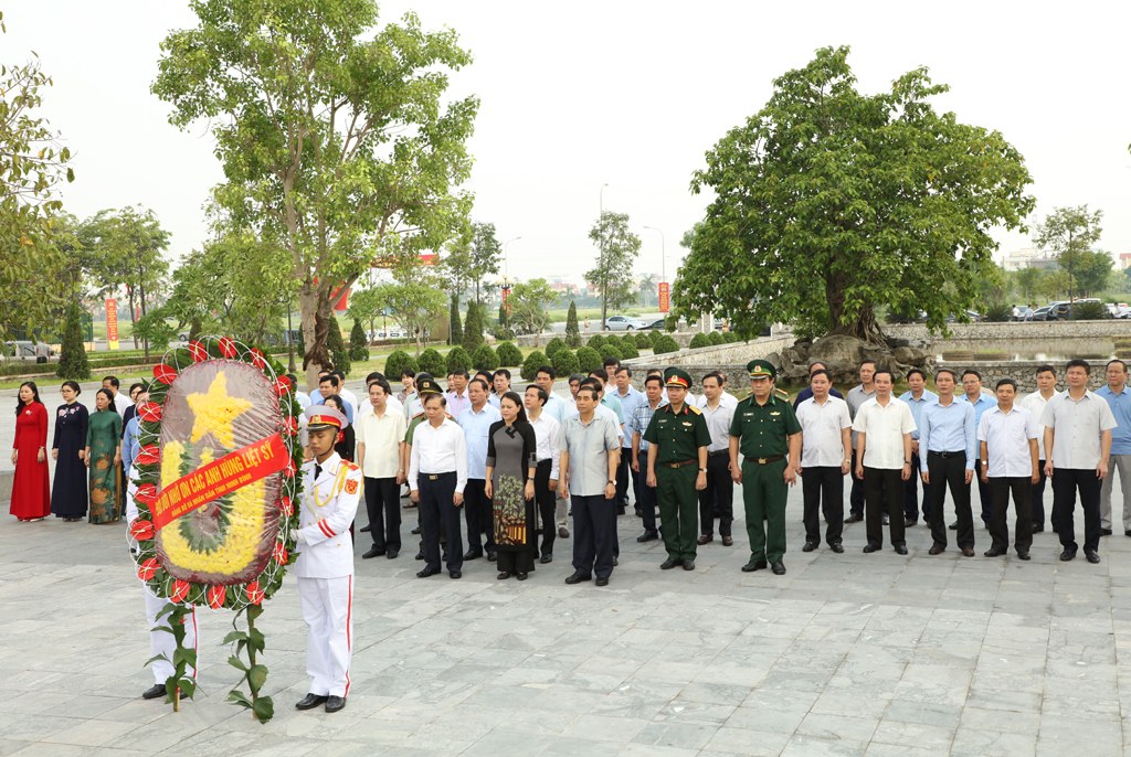 Provincial leaders commemorate President Ho Chi Minh and heroic matyrs on National Day
