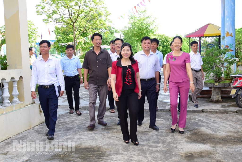 Inspect new-style rural area building in Yen Mo district