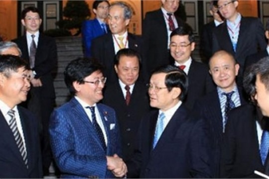President discusses investment policy with Japan firms