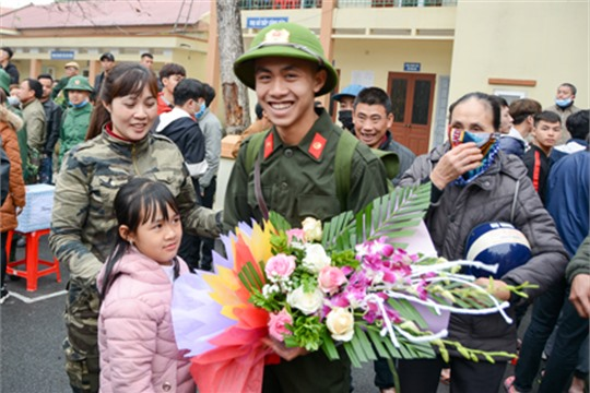 Ninh Binh 1 500 young people join army