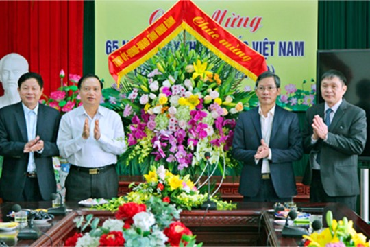 Chairman of provincial People s Council congratulates medical staff on Vietnamese Doctors Day