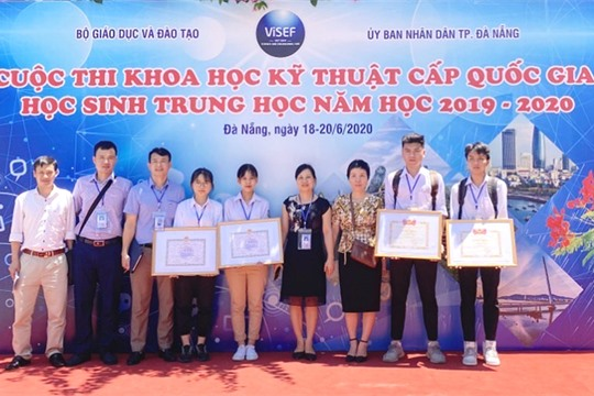 Ninh Binh students win two prizes at National Science and Technology Contest