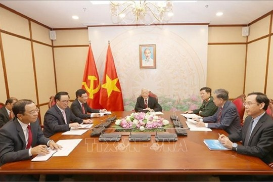 Vietnamese Cambodian leaders discuss bilateral ties over phone