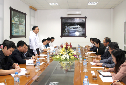 Chairman of Ninh Binh provincial People's Committee works with South Korean delegation
