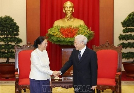 Party and State leader Nguyen Phu Trong hosts Lao top legislator