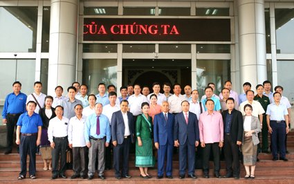 Officials from Lao province of Udomxay visit Ninh Binh