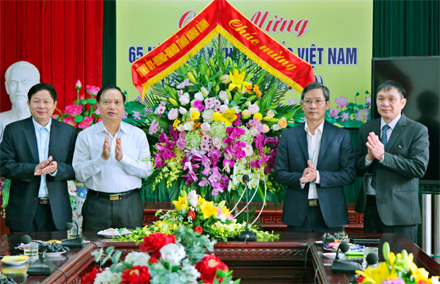 Chairman of provincial People's Council congratulates medical staff on Vietnamese Doctors' Day