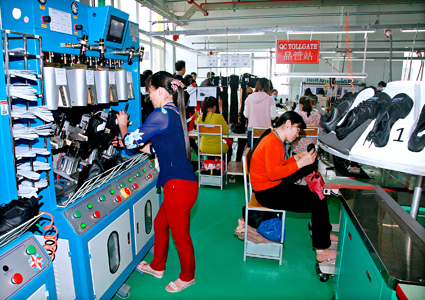 Ninh Binh steps up investment attraction in industrial zones