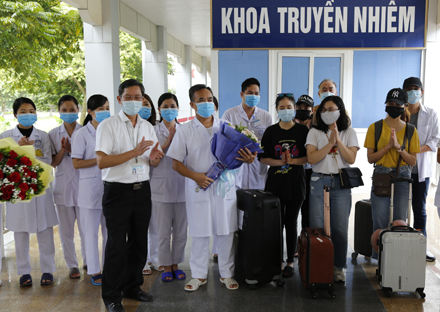 Ninh Binh discharges eight more Covid-19 patients