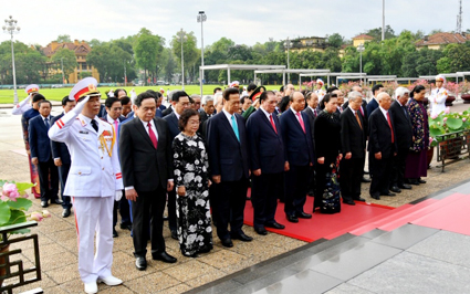 Party, State leaders pay tribute to President Ho Chi Minh